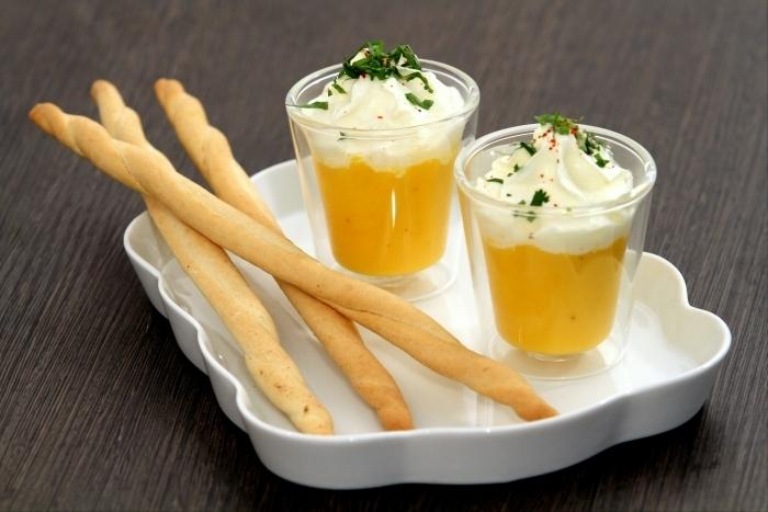 Recette de crème de carottes glacée, chantilly coriandre et gressins ...