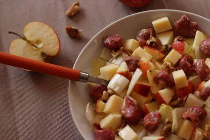 Salade hivernale  endives, pommes, noix, emmental et gésiers