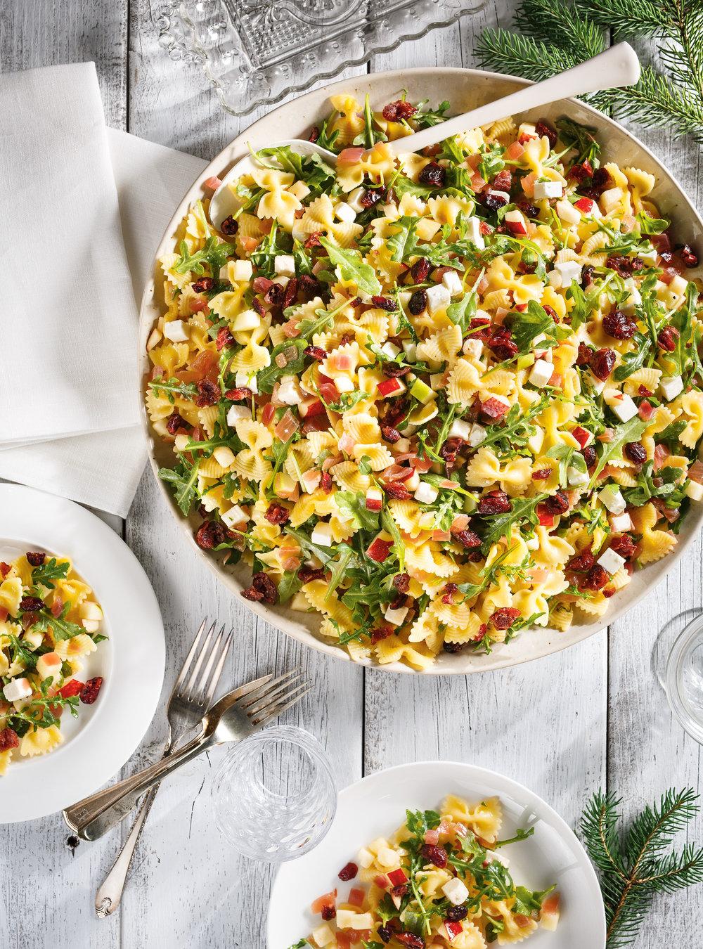 Salade de farfalles aux pommes, aux canneberges et à la feta ...