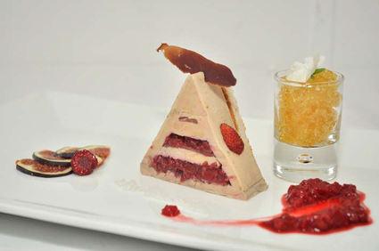 Recette de pyramide de foie gras et magret fumé au coeur fondant ...