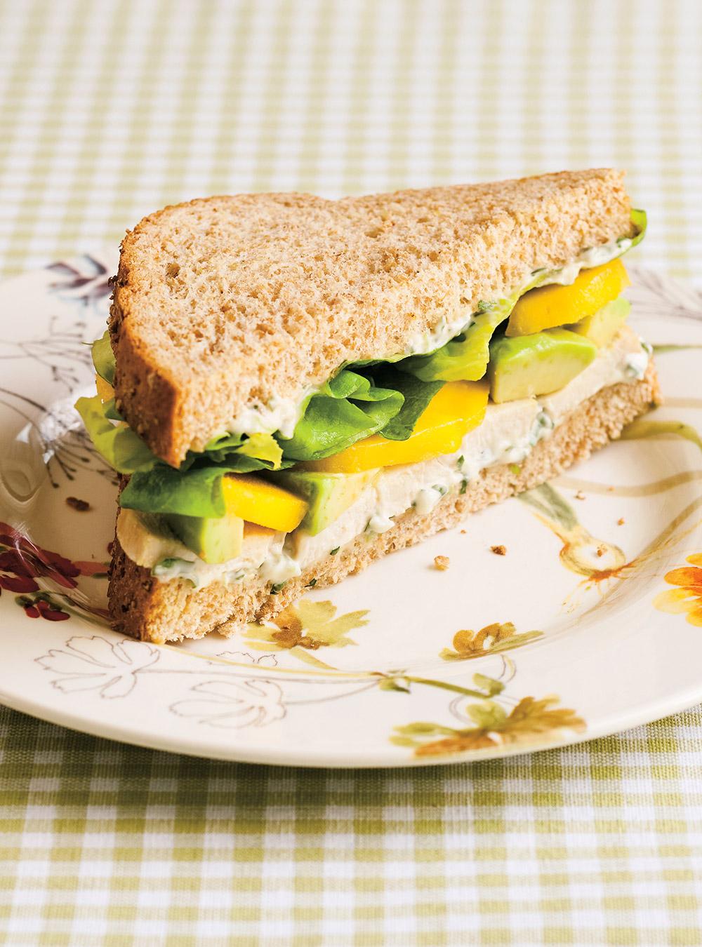 Sandwich au poulet, à la mangue et à l'avocat | ricardo