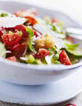 Panzanella  salade aux légumes d'été et au pain pour 6 personnes ...