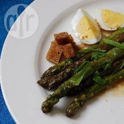Recette salade d'asperges aux croûtons – toutes les recettes ...