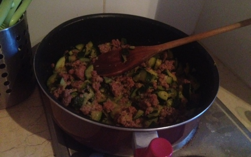 Gratin de courgettes pommes de terre et chair saucisses recette - Pomme de terre farcie chair a saucisse ...