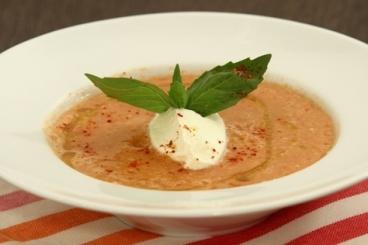 Recette de gaspacho de tomates vertes, crème légère au raifort ...