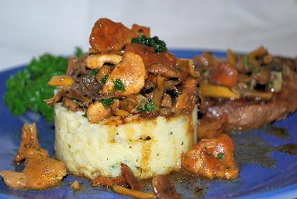 Recette de polenta aux champignons des bois et steak de boeuf