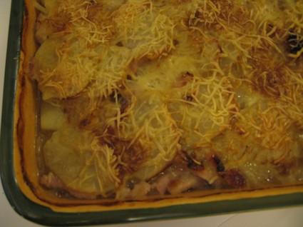 Gratin de pommes de terre, oignons, lardons et bouillon de boeuf ...