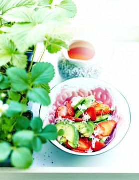 Salade d'avocats, crabe et fraises pour 6 personnes