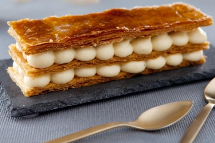 Recette de mille-feuille aérien à la vanille, sauce caramel au beurre ...