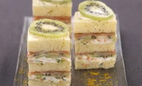 Minis sandwichs au kiwi, saumon fumé et fromage frais pour 4 ...