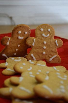 Recette de petits biscuits bonhommes de noël en pain d'épices