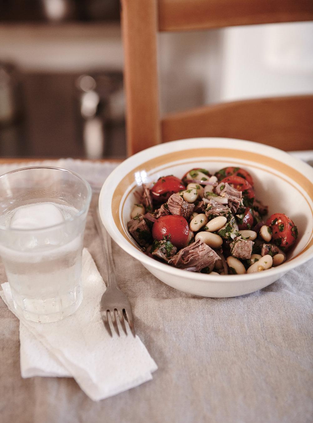 Salade de haricots blancs et tomates au boeuf braisé | ricardo