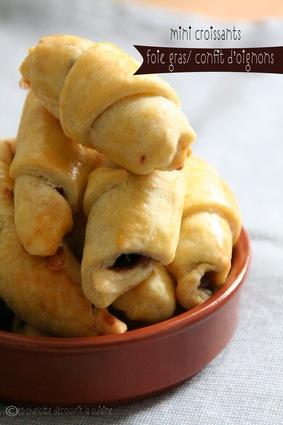 Recette de mini croissants foie gras et oignons confits