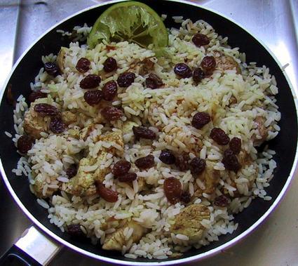 Recette de poulet créole au curry, oignons et raisins secs