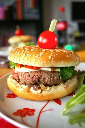 Recette de hamburger au bœuf, mozzarella et sauce béarnaise