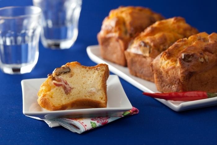 Recette de mini cakes au jambon, noix et piments facile et rapide