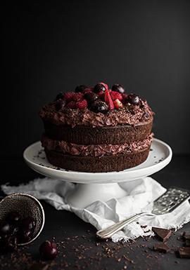 Gâteau forêt-noire aux cerises, petits fruits & chocolat au lait ...