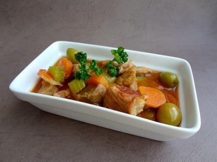 Recette de veau aux olives, carottes et lardons fumés