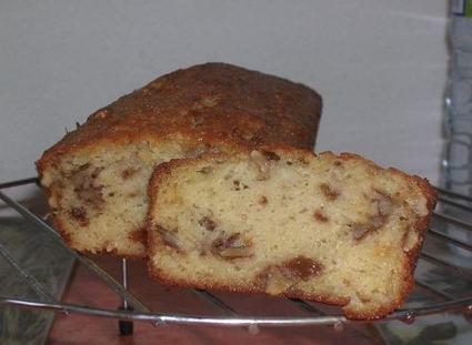 Recette de cake à la pomme, aux raisins secs et aux noix