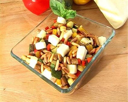 Recette de salade de légumes d'été grillés et dés de reblochon