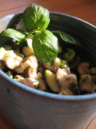 Recette de salade fraîche courgettes et aubergines