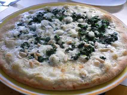 Recette de pizza blanche épinards-gorgonzola