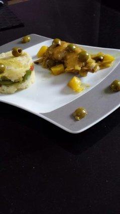 Recette de poulet aux olives en tajine, écrasé de pomme de terre ...
