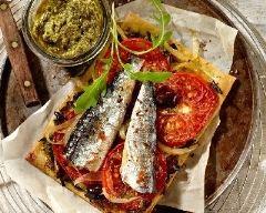 Recette tarte fine à la tomate et aux sardine sur lit de pesto