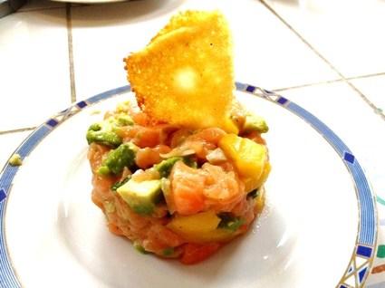 Recette de tartare saumon avocat mangue et tuile au parmesan