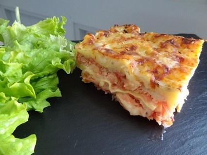 Lasagnes aux deux saumons, tomates et oignons