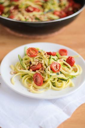 Recette de spaghetti de courgettes aux tomates cerise rôties, citron ...