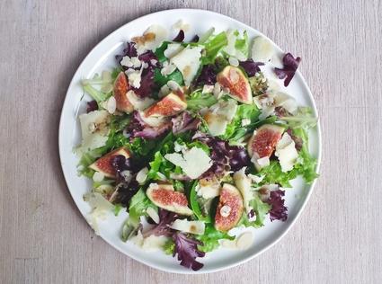 Recette de salade aux figues et au cantal