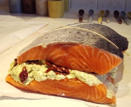 Recette de saumon farci au fromage frais et au pesto