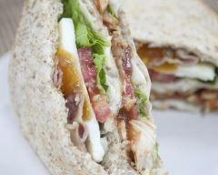 Recette club sandwich complet à l'œuf mollet et restes de poulet ...