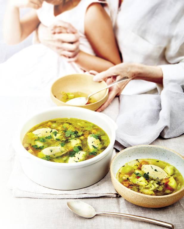Potage aux légumes et quenelles de volaille pour 4 personnes ...