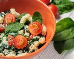 Recette salade de pâtes aux tomates cerises, épinards et ricotta ...