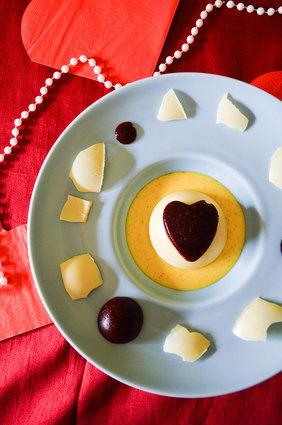 Recette de panna cotta vanillé, coeur de framboises sous dôme au ...