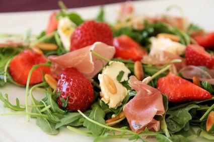 Recette de salade de roquette aux fraises, vinaigrette au miel