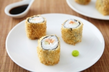 Recette de maki frit de saumon et concombre à la fleur de sel facile ...