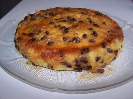 Gâteau de semoule aux raisins et caramel