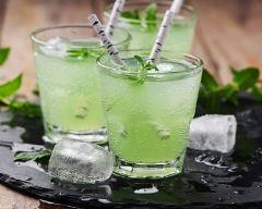 Recette cocktail au whisky, thé vert, citron et menthe