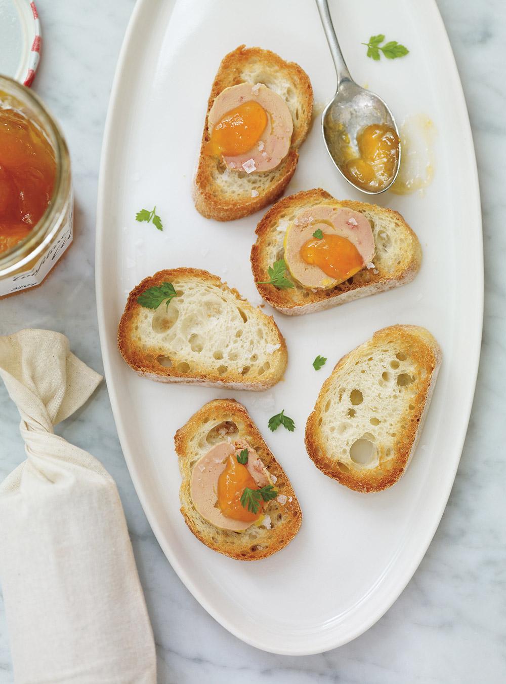 Canapés au foie gras et aux abricots | ricardo