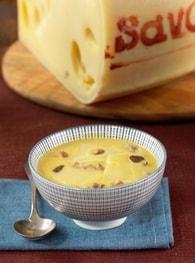 Soupe de potiron et châtaignes au fondant d'emmental de savoie