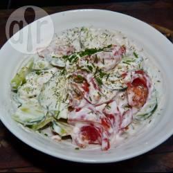 Recette salade de tomates et de concombre à la crème fraîche ...