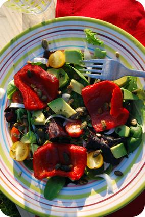 Recette de salade aux poivrons grillés et graines de courge