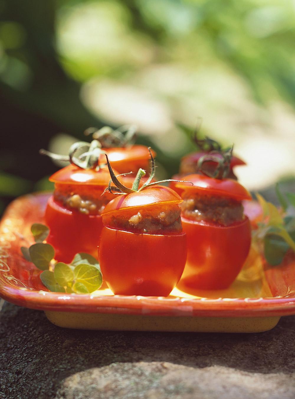 Tomates farcies au caviar d'aubergine | ricardo