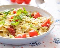 Recette salade de pâtes, tomates, feta et roquette
