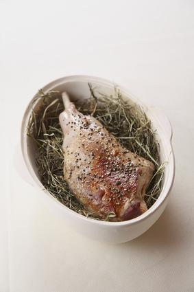 Recette de gigot d'agneau de lait au foin, fricassée d'asperges ...