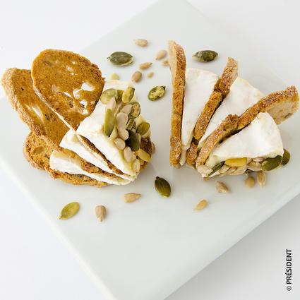 Recette de toasts croquants au camembert garnis de pistaches