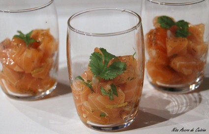 Recette de verrines de tartare de dos de saumon cuit au sel